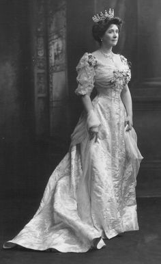 Mary (Caroline) Countess of Minto, née Grey (1858-1940), wearing a diamond festoon tiara. Her husband, 4th Earl of Minto, was a British nobleman and politician who served as Governor General of Canada, the eighth since Canadian Confederation, and as Viceroy and Governor-General of India, the country's 17th.   Photo taken occasion: Earl of Minto's appointment as Viceroy of India, autumn 1905.