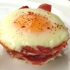 McSkinny Egg McMuffin- A high-protein, low-carb, low-cal breakfast with this McSkinny Egg McMuffin. Very easy breakfast for the family too!