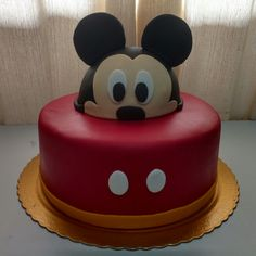 Mickey sempre em alta!!! Um lindo bolo da Fábrica de Sonhos Gourmet