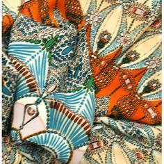 Crêpe imprimé motif aztèque vendu en coupon de 3 métres