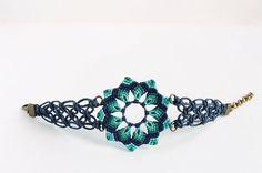 Boho macrame mandala flower bracelet blue aqua por KnottedWorld