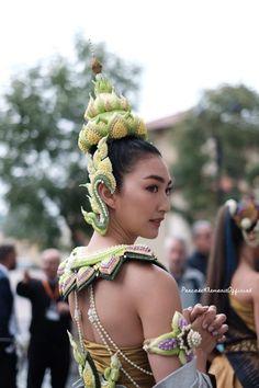 Thai Traditional Dress, Thai Dress, Flower Garlands, Ancient Jewelry, Flower Crown, Flower Designs, Thailand, Dancer, Amazing