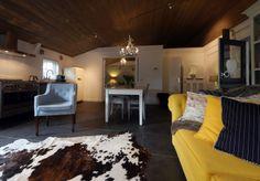 Wij kennen de meest romantische B&B in Den Bosch! B&B Puur is een vrijstaand gastenverblijf en beschikt over een ruime, sfeervolle woonkamer die voorzien is van een zithoek met houtkachel! Er zijn voldoende houtblokken aanwezig om te zorgen voor een aangename warmte en de gezelligheid van een knapperend vuurtje! Te Romantisch! Home Comforts, B & B, Best Hotels, Cool Stuff, Design