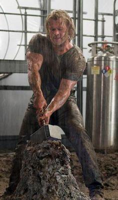 muscles....ohhhh boyyy!!! ;) Chris Hemsworth....yumm