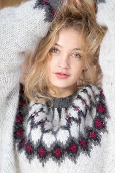 Something about her expression makes me want to hold her tight and feel that warm Icelandic Lopi sweater up close! Fair Isle Knitting Patterns, Knit Patterns, Cute Sweaters, Wool Sweaters, Gros Pull Mohair, Norwegian Knitting, Pull Sweat, Icelandic Sweaters, Mohair Sweater