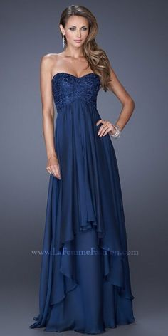 A stunning dress by La Femme, it features a sweetheart neckline with a lace stylized bodice. The multilayered skirts add...Price - $338.00 - 33OFEJTs