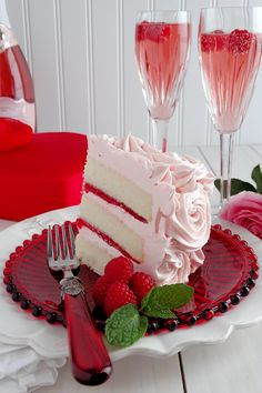 Pink Champagne Velvet Layer Cake: Bring on the bubbly! You can't go wrong with cake and pink champagne. Click through for more tasty, pretty, and pink Valentine's Day desserts and treats that any loved ones or guests will love. Valentine Day Cupcakes, Valentines Day Desserts, Food Cakes, Cupcake Cakes, Pink Champagne Cake, Strawberry Champagne, Shaped Cake Pans, Romantic Desserts, Velvet Cake
