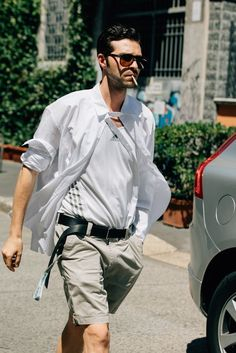 Menswear is big business in Milan, which is why you'll spot stylish guys from every tribe during fashion week wearing some of the boldest threads out there. Best Mens Fashion, Men's Fashion, Spring Street Style, Milan Fashion Weeks, Men Style Tips, Cool Street Fashion, Man Photo, What To Wear, Menswear