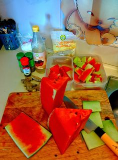 Quick and simple way to pickle your watermelon rinds. Pickled Watermelon Rind, Watermelon Pickles, Fresh Recipe, Simple Way, Healthy Eating, Drinks, Cooking, Recipes, Food