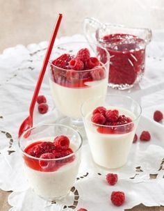 I've made this white chocolate pannacotta once and it's so easy and yummy. Gluten Free Desserts, Vegan Desserts, Delicious Desserts, Yummy Food, Sweet Pastries, Dessert Drinks, Sweet And Salty, I Love Food, Yummy Cakes