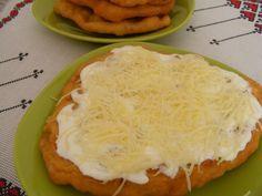 A tészta omlós, a krumpli különleges ízűvé teszi, nem olyan mint a hagyományos lángos, sokkal ízletesebb! Hozzávalók: 35 dkg krumpli 70 dkg liszt 4 dkg élesztő 3 dl tej fél evőkanál só 1 teáskanál cukor 2 evőkanál olaj Elkészítése... Mashed Potatoes, Cukor, Dairy, Cheese, Ethnic Recipes, Food, Whipped Potatoes, Smash Potatoes, Eten