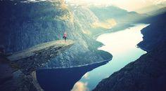 #Месседж Что ты ищешь? Счастья, любви, спокойствия духа. Не ходи искать их на другой край земли, ты вернешься разачарованным, огорченным, лишенным надежд. Поищи их на другом краю самого себя, в глубине своего сердца.