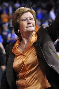 Pat Summit stepping down as head coach. Such an amazing basketball program and such a respectable lady