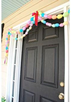 Enfeite de Páscoa na entrada de casa