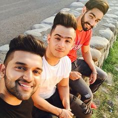 I love this pic😉😚😙😘 Most Handsome Actors, Handsome Boys, Punjabi Boys, Guru Pics, Jassi Gill, Punjabi Actress, Celebrity Faces, Facebook Profile Picture, Stylish Boys