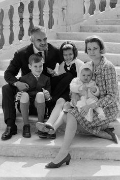 elchecho:  Prince Ranier and Princess Grace with Prince Albert and Princesses Caroline and Stephanie