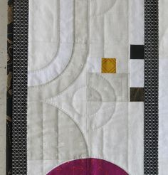 Luna Lovequilts - Art Deco style quilt - Hand quilting detail