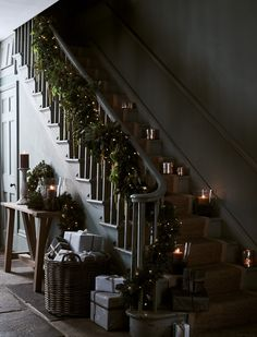 A garland wrapped around the banister is a must for creating a festive welcome (our battery- powered lights mean no trailing cables… Trap versieren met kerst Cosy Christmas, Christmas Greenery, Rustic Christmas, Christmas Home, Pine Garland, Light Garland, Antique Living Rooms, Christmas Interiors, Banisters