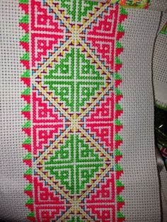 Cross stitching , Etamin and crafts: Traditional cross stitch Pattern Cross Stitch Bookmarks, Cross Stitch Borders, Cross Stitch Flowers, Cross Stitch Designs, Cross Stitching, Cross Stitch Patterns, Cushion Embroidery, Beaded Embroidery, Cross Stitch Embroidery