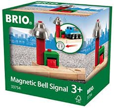 No risk of anyone crossing this BRIO train track unseen with this magnetic bell signal for railway. When a train passes the bell rings. No need for batteries as it's all magnetic.