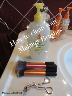 How to clean makeup brushes How To Clean Makeup Brushes, Coffee Break, Beauty Routines, Makeup Yourself, Cleaning, Tips, Home Cleaning, Coffee Time, Counseling