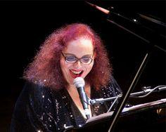 Dentro da programação de julho, a Biblioteca Mário de Andrade recebe a artista multimídia Cida Moreira, uma das cantoras mais importantes da MPB, no dia 18 de julho, a partir das 20h. A entrada é Catraca Livre.