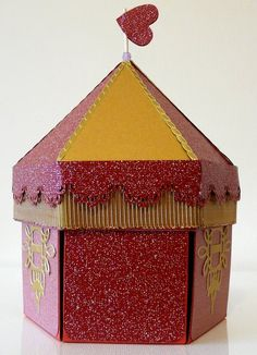 Exploding box gold & burgundy carouse