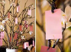 un arbre à voeux ou livre d'or