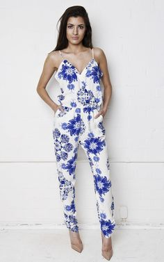Look drop dead gorgeous in this beautiful white and blue patterned jumpsuit!