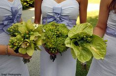 love this summery look and that the bouquets are different