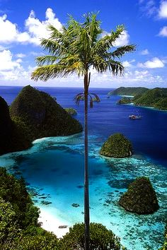 Wayag Islands, Papua, Raja Ampat, Indonesia Travel and see the world Dream Vacations, Vacation Spots, Vacation Travel, Places To Travel, Places To See, Places Around The World, Beautiful Beaches, Beautiful Islands, Beautiful Sky