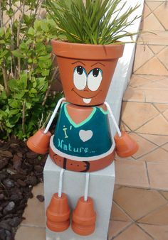"""Little couple"" in terracotta pots - Trend Dollar Tree Gifts 2019 Clay Flower Pots, Flower Pot Crafts, Clay Pots, Flower Pot People, Clay Pot People, Clay Pot Projects, Clay Pot Crafts, Painted Plant Pots, Painted Flower Pots"