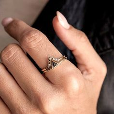 Beautiful and dainty black diamond ring set. 18k solid gold!  For more details make sure to check our page out -> link is in the bio!