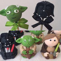 Brigadeiros no palito e trufas modeladas para festa Star Wars. #benditosbrigadeiros #doces #docesmodelados ...