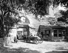 """#Silivrikapı: Antik dönem adı """"Pege"""" Kapısı'dır…#Belgradkapı ile #Topkapı arasında bulunan ana kapılardan biridir… Istanbul Pictures, Hdr Photography, Ottoman Empire, Old Buildings, Historical Pictures, Old World, Old Photos, History, Places"""