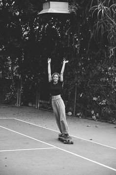 Photo credit : Yvonne Logan The Effective Pictures We Offer You About Skating Pictures skateboarding Dark Portrait, Looks Hip Hop, Shotting Photo, Skate Girl, Skate Style, Longboarding, Jolie Photo, Aesthetic Photo, White Photography