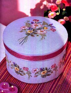 """Милые сердцу штучки: Круглая шкатулка с вышивкой """"Bouquet de Fleurs"""" (""""Букет цветов"""")"""