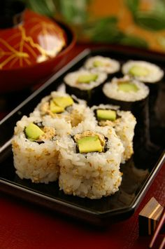 Recipe: Tuna Avocado Maki (Sushi roll with tuna and avocado)