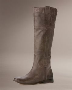 lovely boots, in grey