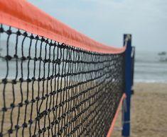 Revista TÊNIS Saiba como montar uma quadra de beach tennis Beach Tennis, Volleyball, 1, Building, Outdoor Decor, Travel, Life, Products, Mall Stores