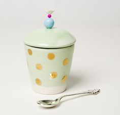 Sugar pot.  http://wish.com.pt/