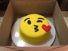 Nathan next year Emoji cake. Pretty Cakes, Cute Cakes, Beautiful Cakes, Amazing Cakes, Fancy Cakes, Mini Cakes, Fondant Cakes, Cupcake Cakes, Bolo Naruto