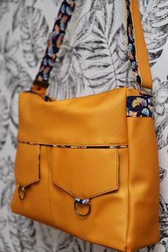 Besace Zip-Zip en simili jaune cousue par Anne - Patron Sacôtin