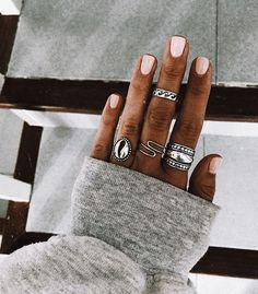 Nails and rings are cute Cute Acrylic Nails, Cute Nails, Pretty Nails, Gel Nails, Hand Jewelry, Cute Jewelry, Jewelry Accessories, Piercing Ring, Piercings