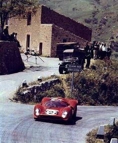 1967 .. Targa Florio .. Ferrari 330 P4 .. driven by Vaccarella / Scarfiotti .. DNA>crash .