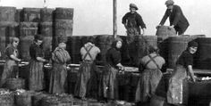 Old photograph of Fisher Lassies in Peterhead, Aberdeenshire, Scotland