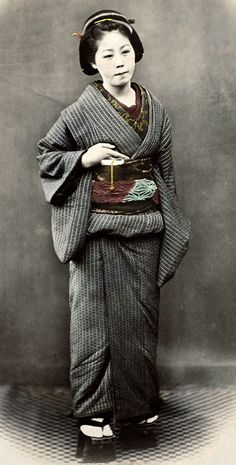 Officer's wife.  Hand-colored photo, 1870's, Japan, by photographer Felice Beato