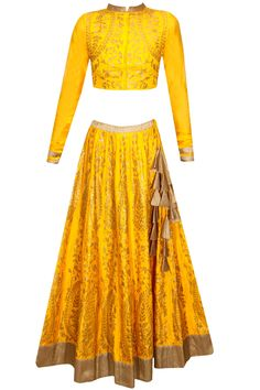 Yellow and bronze sequins embroidered lehenga set availaible only at Pernia's Pop Up Shop. Indian Wedding Outfits, Bridal Outfits, Indian Outfits, Pakistani Bridal Wear, Pakistani Outfits, Salwar Kameez, Elegant Dresses, Beautiful Dresses, Lehenga Gown