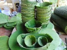 Say no to plastic bags. Pics) Use alternative options like eco friendly bags. Banana Leaf Plates, Salad Packaging, Kites Craft, Coconut Leaves, Crochet Shoes Pattern, May Arts, Eco Friendly Bags, Rattan Basket, Flower Decorations