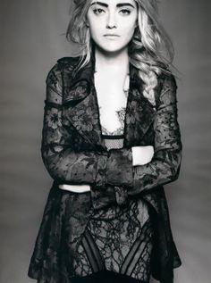 Dakota Fanning. High fashion look.